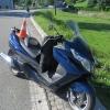 Brzdící manévr motorkář nezvládl a spadl ze stroje