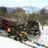 Kamion ve Štítech se převrátil do zahrady