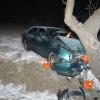 Řidička čelně narazila do kmene stromu