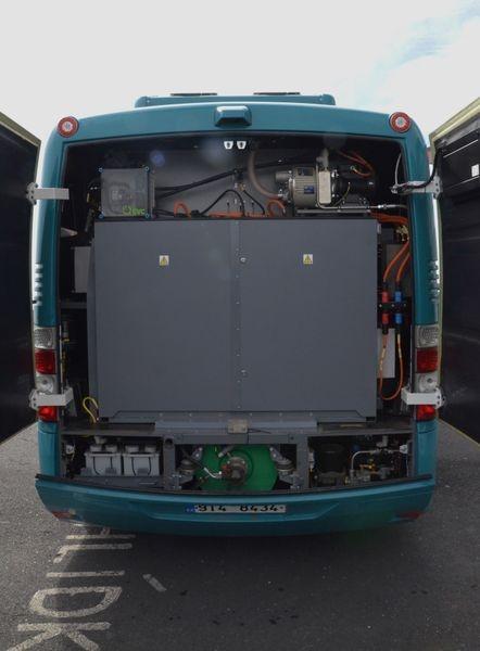 Baterie jsou uloženy v zadní části vozidla