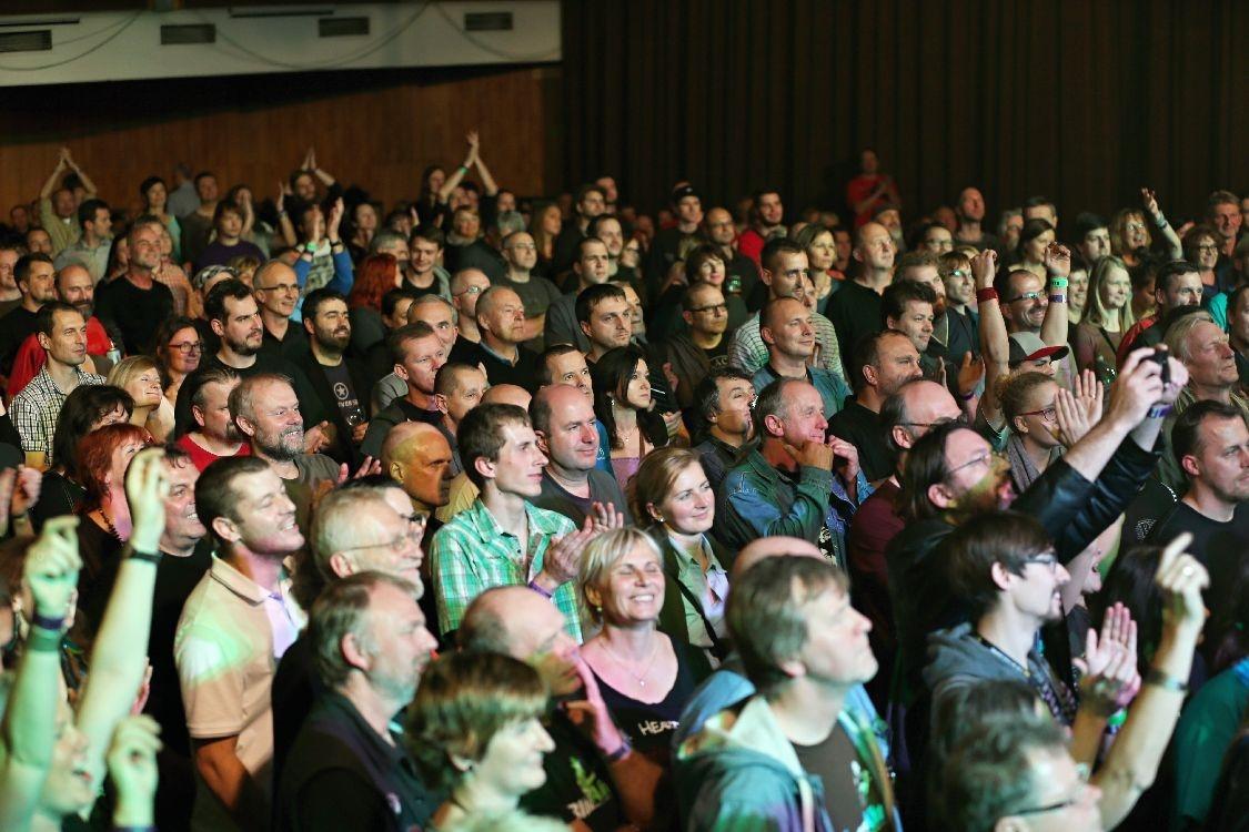 diváci oceňují vystoupení The Cyborgs