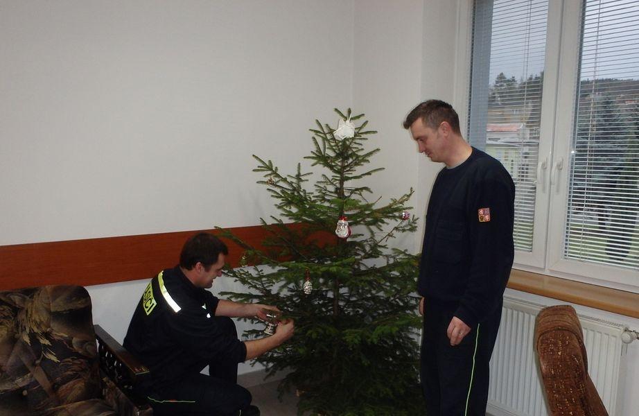 Hasiči slouží na Vánoce zdroj foto:Lubomír Grézl velitel pož. stanice Šternberk