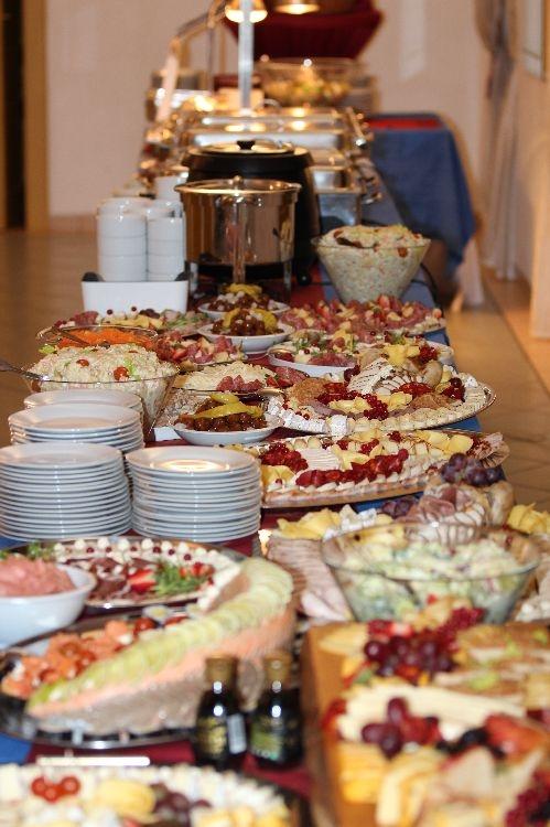 Slavnostní večer doplňuje mimo jiné i bohatý raut foto:sumpersko.net