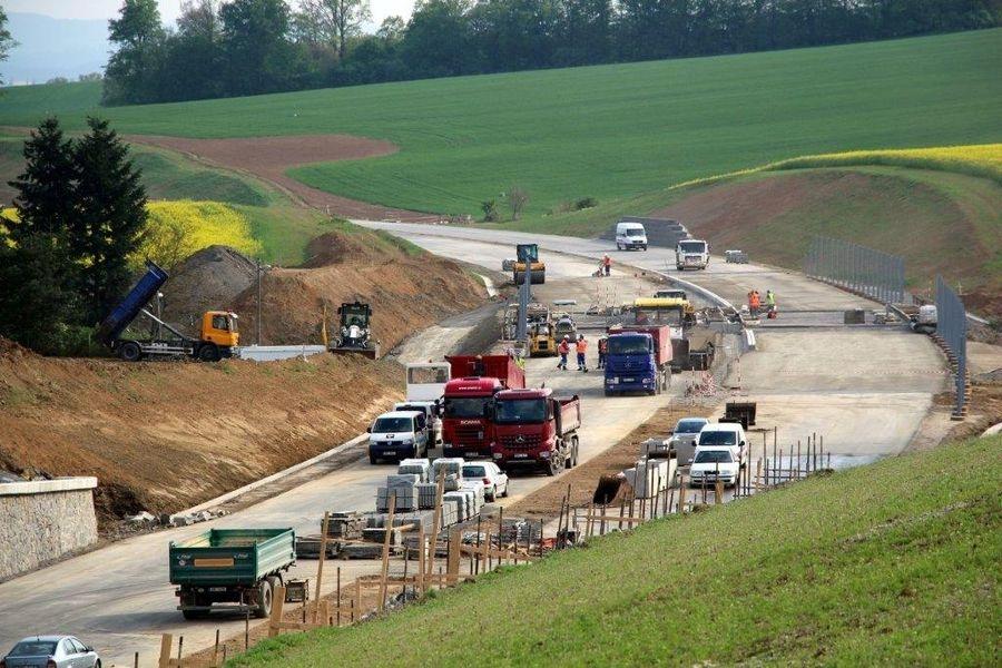 Olomoucký kraj do státní silniční sítě na svém území investuje letos 1,14 miliardy. zdroj foto: Ok