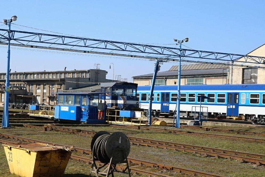 odhalování loga v Škoda v Šumperku foto: sumpersko.net