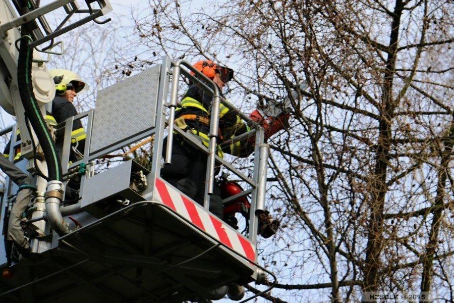 Olomoucký kraj - hasiči odstraňovali následky silného větru