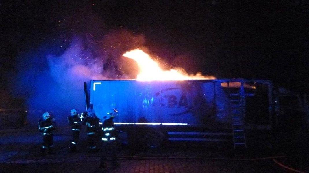 Šumperk - noční požár na ulici Průmyslové zdroj foto: HZS Ok
