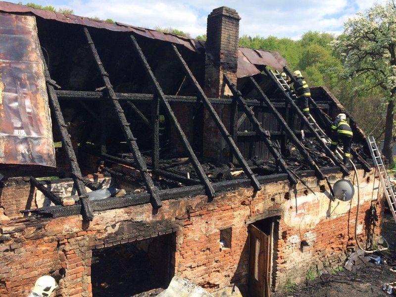 Písečná - oheň zachvátil rodinný dům zdroj foto: HZS Ok