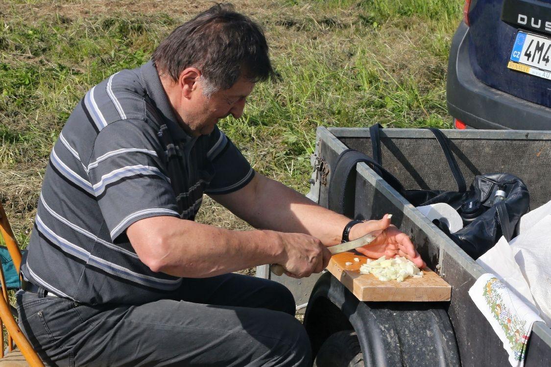 Mistrovství Osikova - příprava guláše foto: sumpersko.net