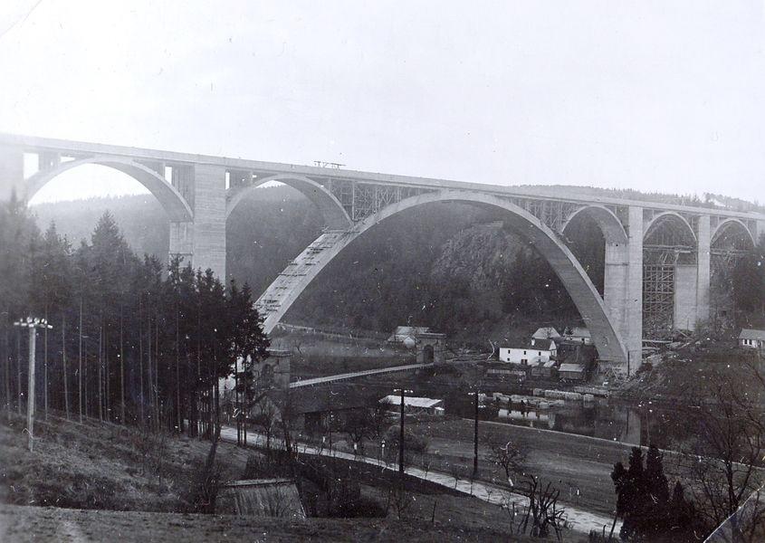 z výstavy Válka na silnicích a mostech – z historie našich silnic a silničních mostů v letech 1938 – 1945