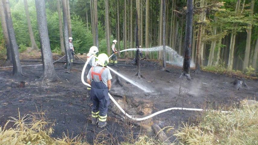 Krchleby - díky včasnému zásahu hasičů se uchránily statisícové škody zdroj foto: HZS Ok