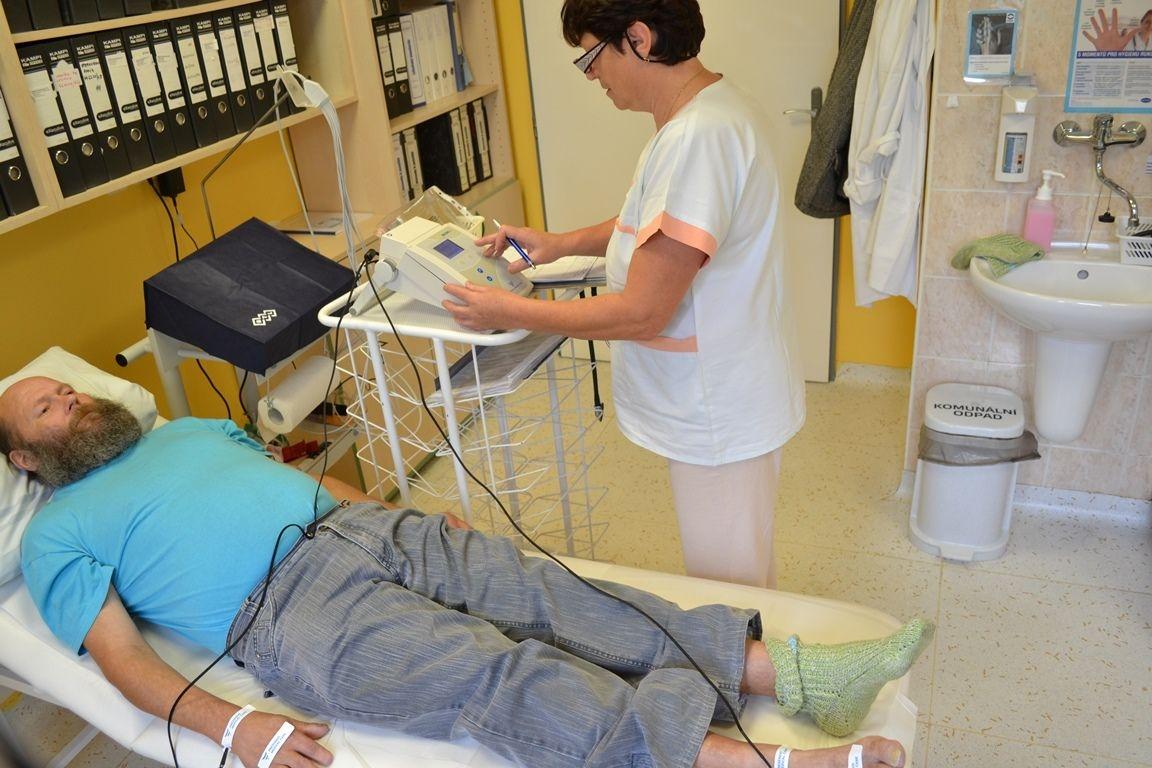 šumperská Dialýza - představila nový přístroj, který určí zavodnění pacientů zdroj foto: Agel