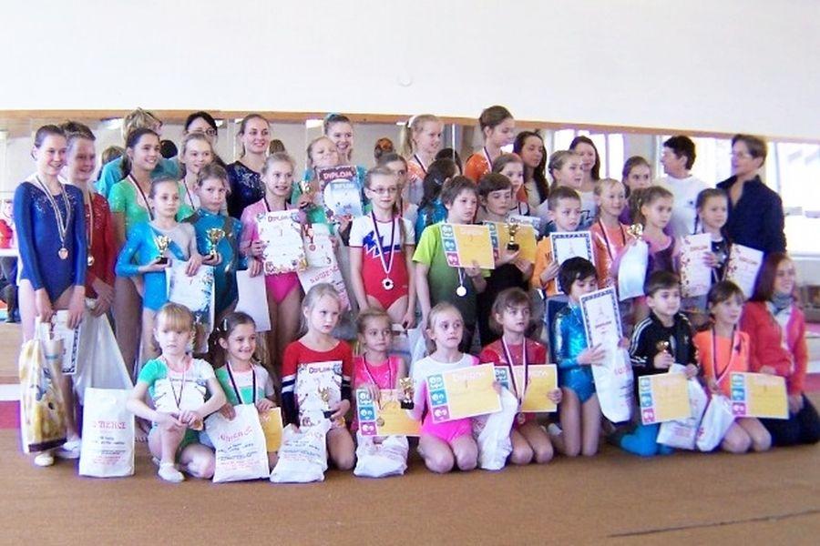 gymnastky TJ Šumperk na závodech v Bruntále zdroj foto: oddíl
