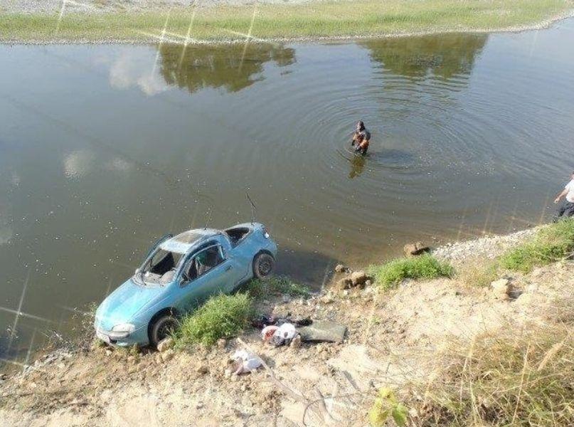 Přerovsko - vyprošťování vozidla z řeky zdroj foto: HZS Olk.