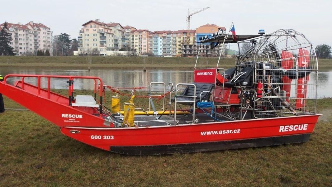 Olomouc - testovací akce záchranného plavidla ASAR airboat zdroj foto: HZS Olk.