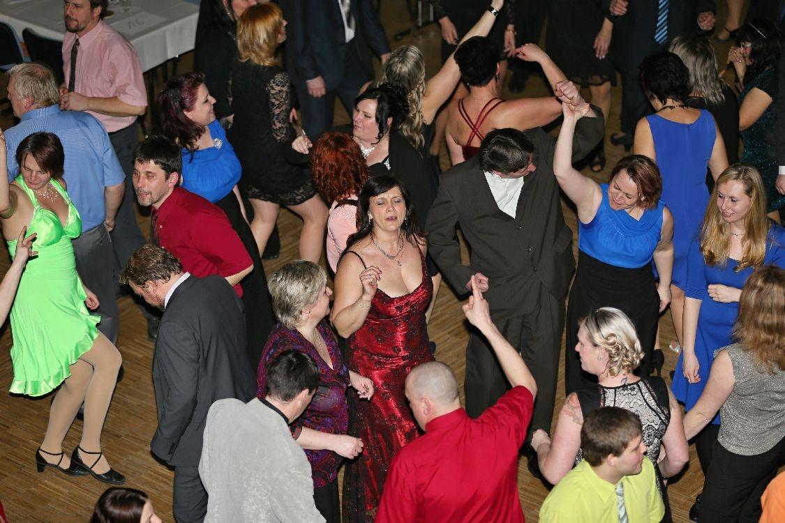 Pochovávání basy - taneční parket byl stále zaplněn foto: sumpersko.net