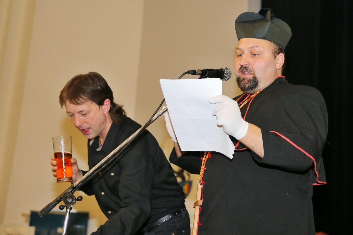 Pochovávání basy - smuteční řeč foto: sumpersko.net