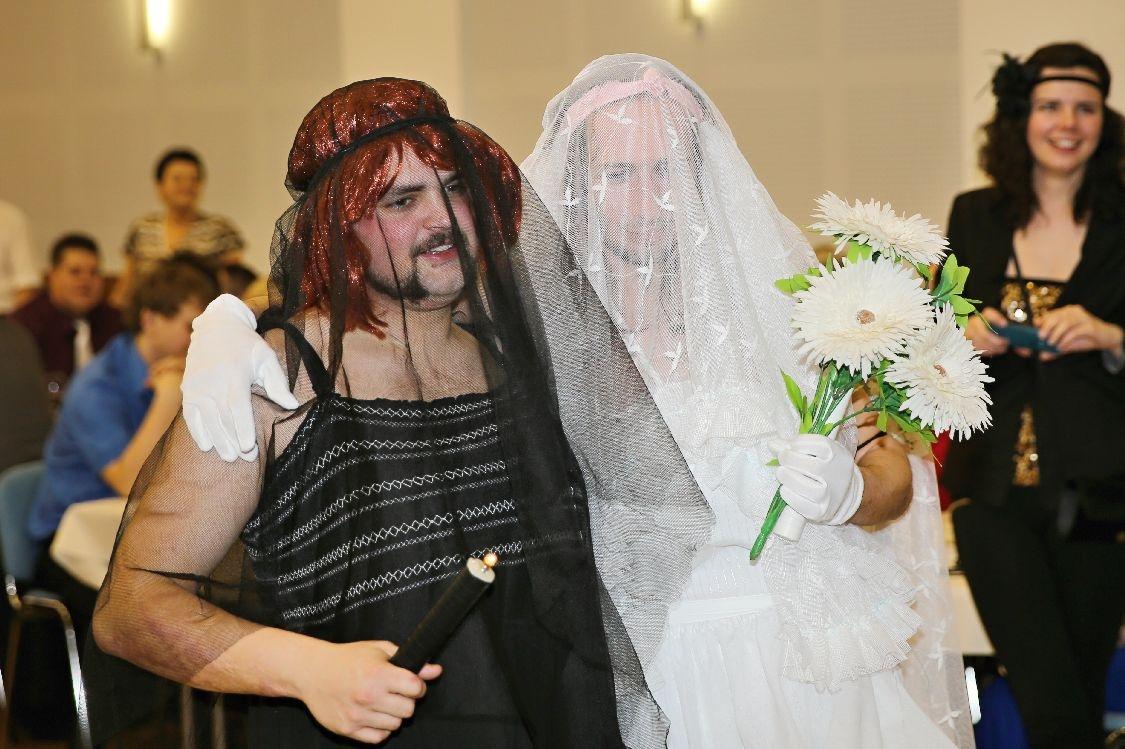 Pochovávání basy - černá vdova a bílá nevěsta foto: sumpersko.net