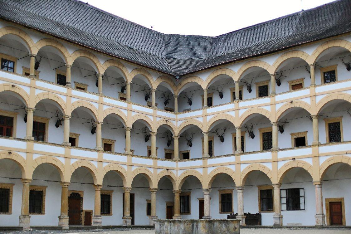 Velké Losiny - nádvoří foto: sumpersko.net