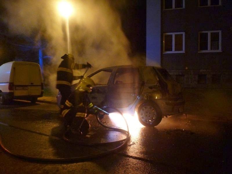 Šumperk - požár kompletně zničil zaparkované vozidlo zdroj foto: HZS Olk.