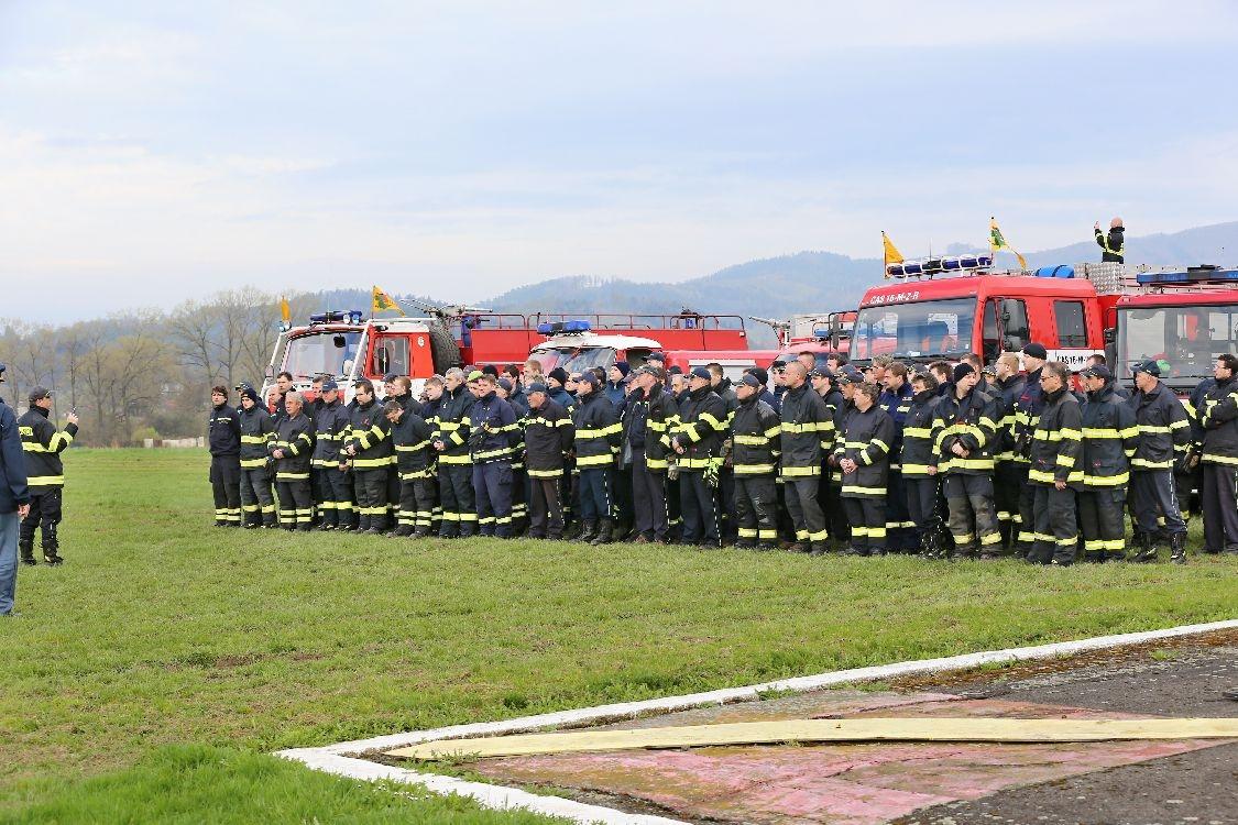Šumperk letiště - nastoupené jednotky foto: šumpersko.net