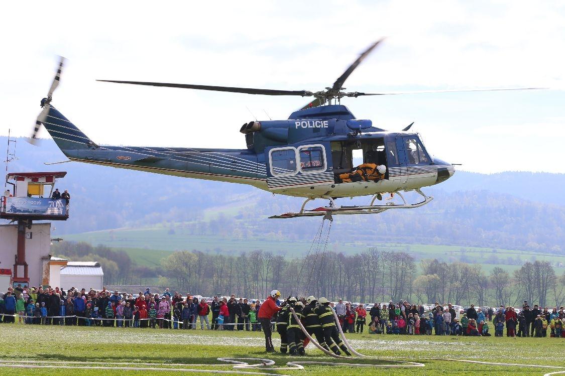 Šumperk - letiště - policejní vrtulník z Brna zdroj foto: sumpersko.net