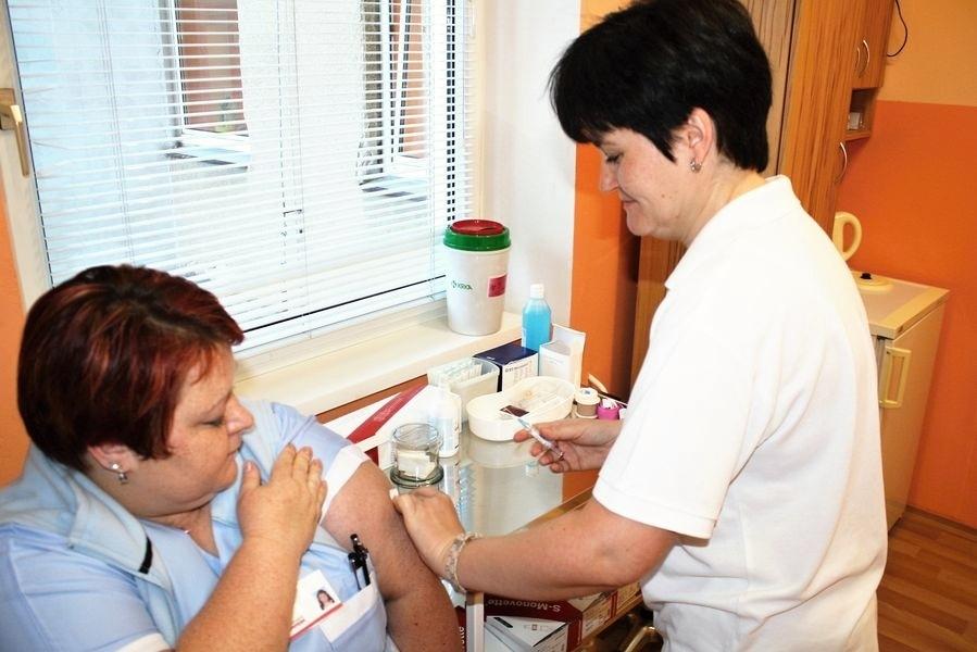 S nebezpečnou infekcí se během letošního roku setkali zaměstnanci nemocnice už třikrát, jednomyslně se tak shodli na nutnosti nechat se očkovat zdroj foto: NŠ - T. Bulková