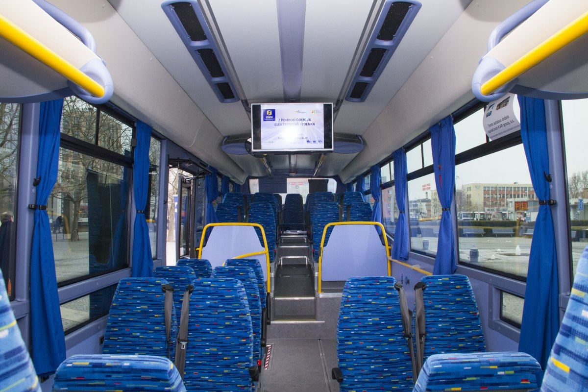 Olomoucký kraj pořídil speciální autobus. Využijí ho hlavně příspěvkové organizace a neziskovky zdroj foto: Olk