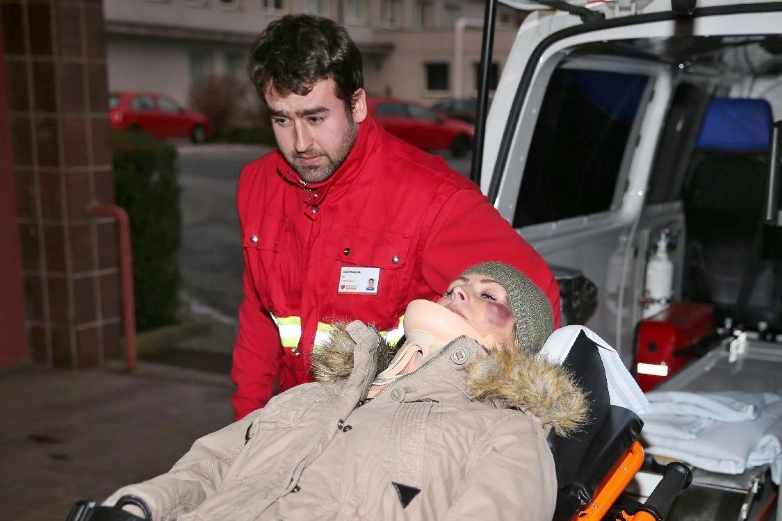 doprava zraněné figurantky; foto: šumpersko.net