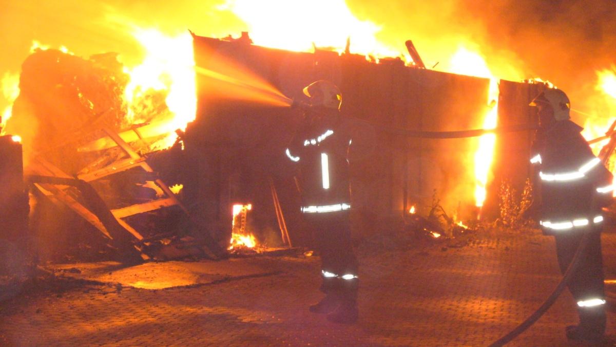 požár skladu a třídírny textilu v Olomouci na ulici Matěje z Janova zdroj foto: HZS Olk