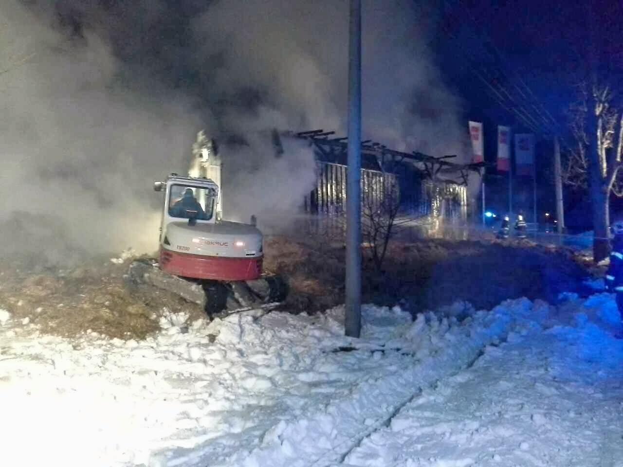 Stříbrnice - požár dvou objektů pod lyžařským vlekem zdroj foto: HZS Olk