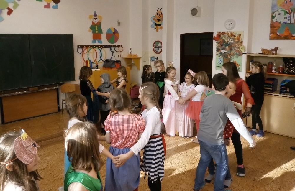 Maškarní karneval na šumperské Pětce zdroj foto: škola