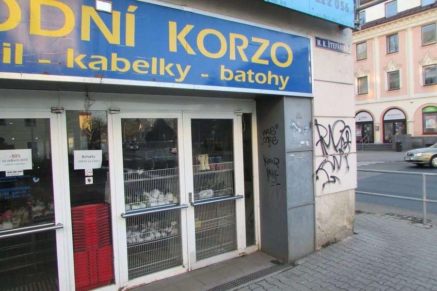 Šumperk - pachatel posprejoval fasádu a vrata zdroj foto: PČR
