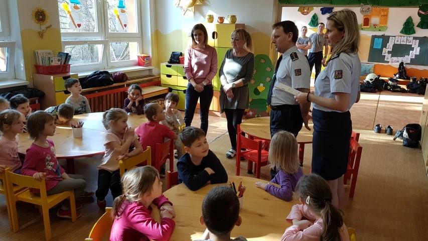 Hasičské myši učí děti zdroj foto: HZS Olk