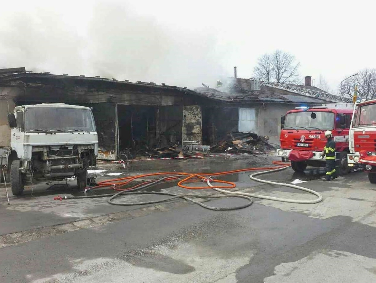 Vikýřovice - požár přízemních budov zdroj foto: HZS OLk