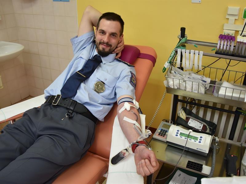 Olomoučtí celníci darovali krev a krevní plasmu zdroj foto: CÚ Olomouckého kraje