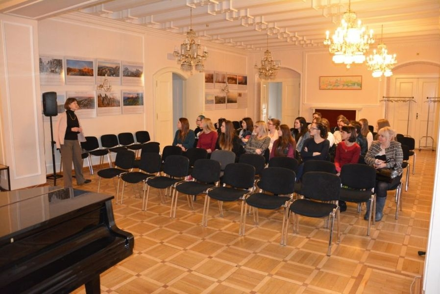 společná akce studentů Gymnázia Šumperk a SOŠ Šumperk zdroj foto: škola