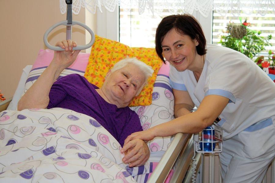 Lenka Topolanová je koordinátorkou dobrovolnického programu. Mimo jiné je však také nemocniční kaplankou a pacientům tak poskytuje třeba i duchovní služby foto: NŠ - T. Bulková