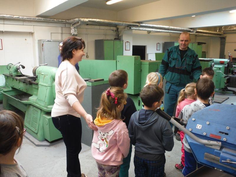 Děti z mateřinky na exkurzi v šumperské učňovce zdroj foto: SŠŽTS - V. Jurníčková, L. Janíčková