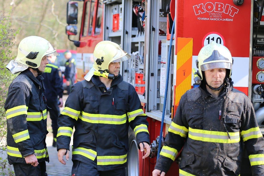 Šumperk - hasiči testovali v areálu Sanatorky novou techniku foto: šumpersko.net