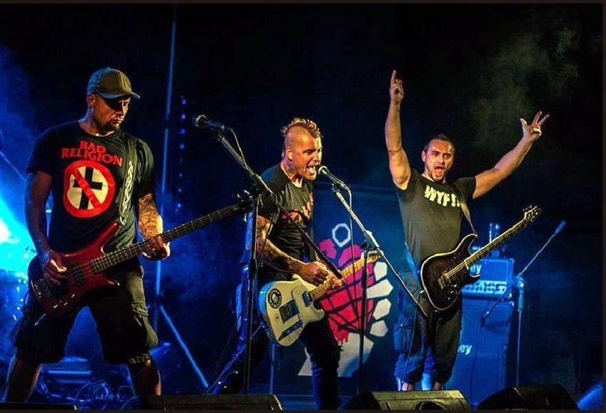 Green Day - Revival Invaze zdroj foto: DK