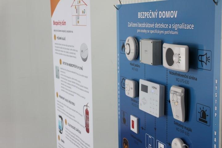 Olomouc - předání detektorů zdroj foto: HZS Olk.