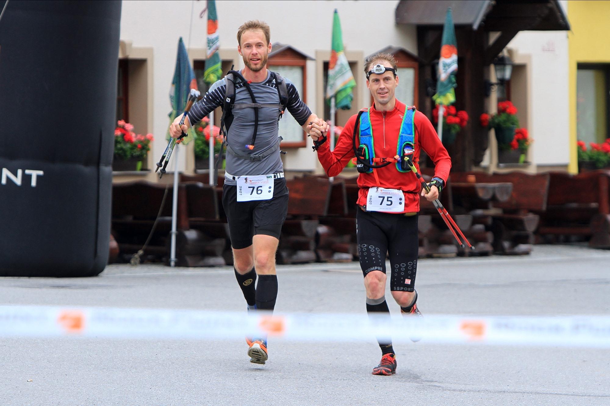 Vítězové mužské kategorie na Longu Tomáš Lisec a David Kopal (zleva). foto: PatRESS.cz