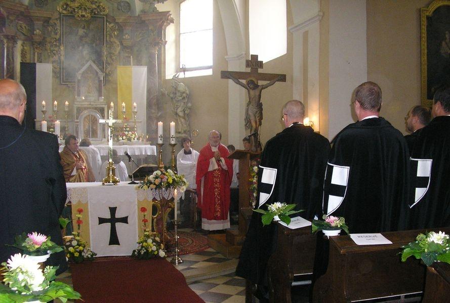 opat Lukáš Martinec při mši v kostele sv. Gotharda na Bouzově