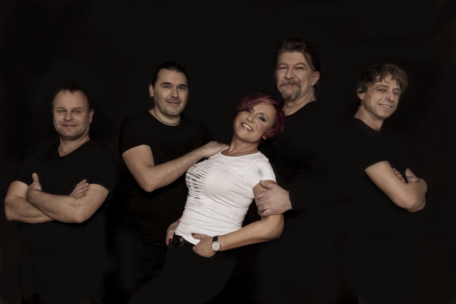 pozvánka na koncert Petry Janů za doprovodu skupiny Amsterdam zdroj: DK Šumperk