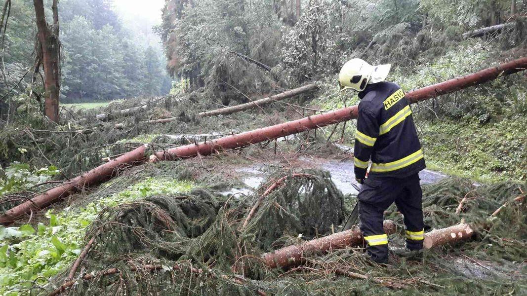Olomoucký kraj (Nemile) - likvidace následků silných bouřek zdroj foto: HZS Olk