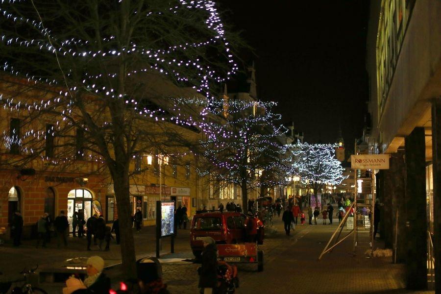 Šumperk - padající světlo ve studené bílé ozdobilo ulice v loňském roce foto: archiv šumpersko.net