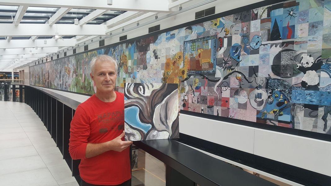 Olomouc - společná malba s názvem Another Wall - Marcel Hubáček představuje jednu z namalovaných desek zdroj foto: GŠ
