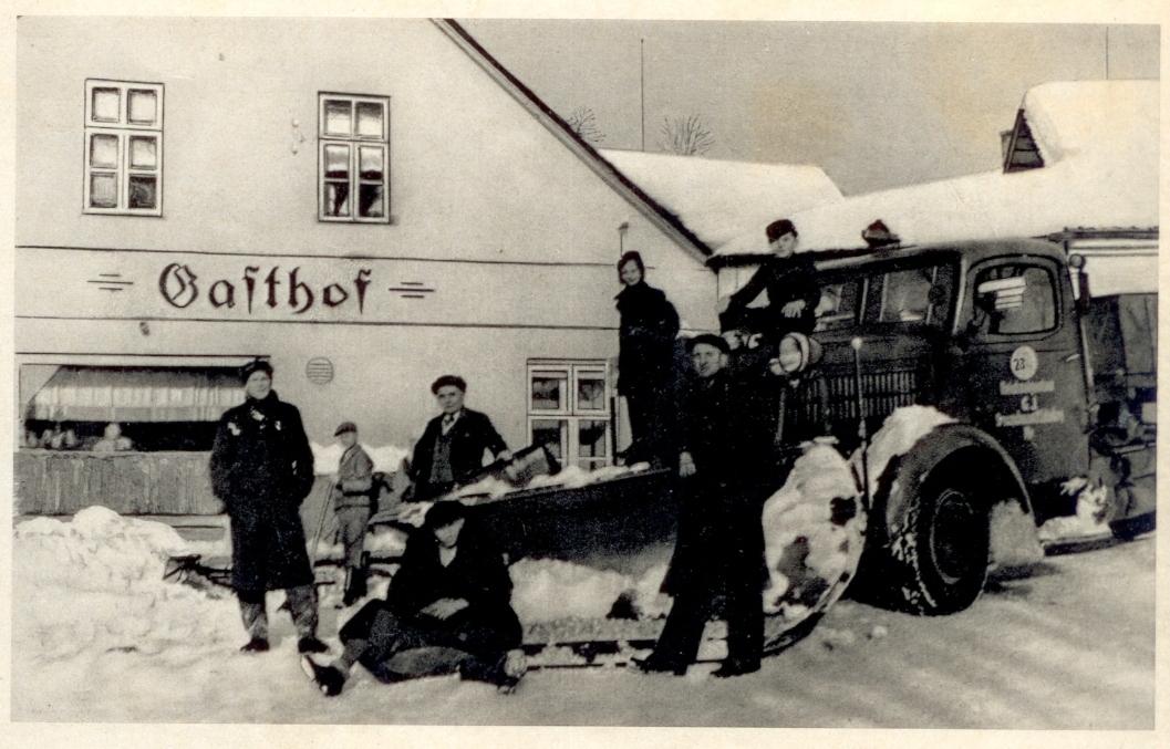 Sněhový pluh v Bukovicích na Štítecku, počátek 40. let 20. století zdroj foto: Muzeum silnic Vikýřovice