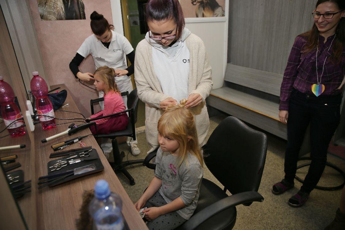 Šumperští učni předškolákům názorně představují řemesla foto: M. Jeřábek - šumpersko.net